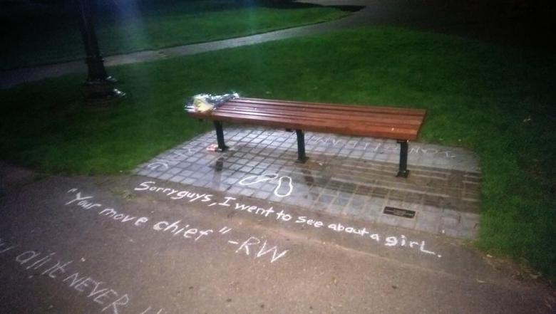 Boston Fans Turn 'Good Will Hunting' Bench Into Robin Williams Memorial