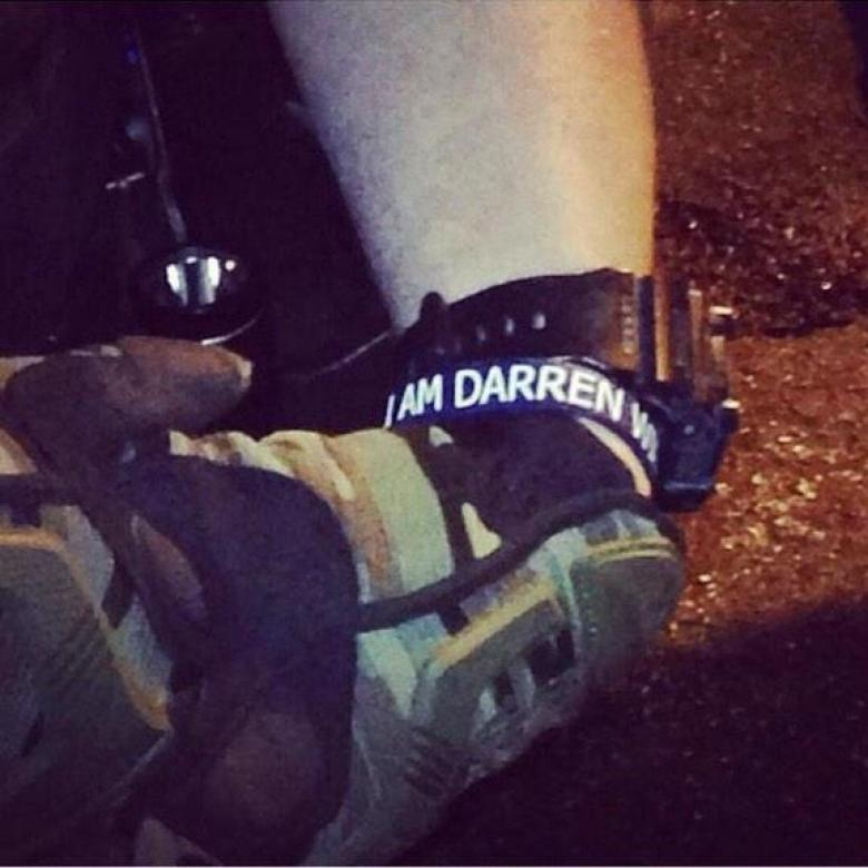 Police At Ferguson Protests Wear 'I Am Darren Wilson' Wristbands