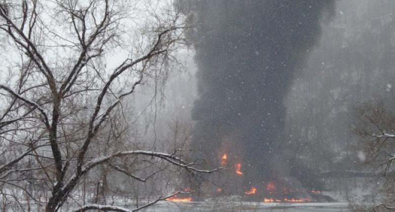 West Virginia Train Derails, Leaks Crude Oil Into Kanawha River