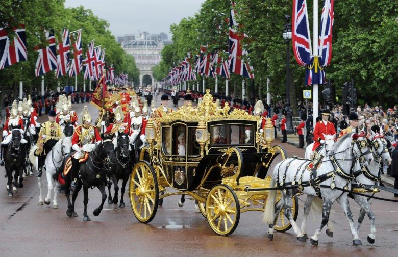 Trump Demands Royal Treatment In Carriage Ride With The Queen