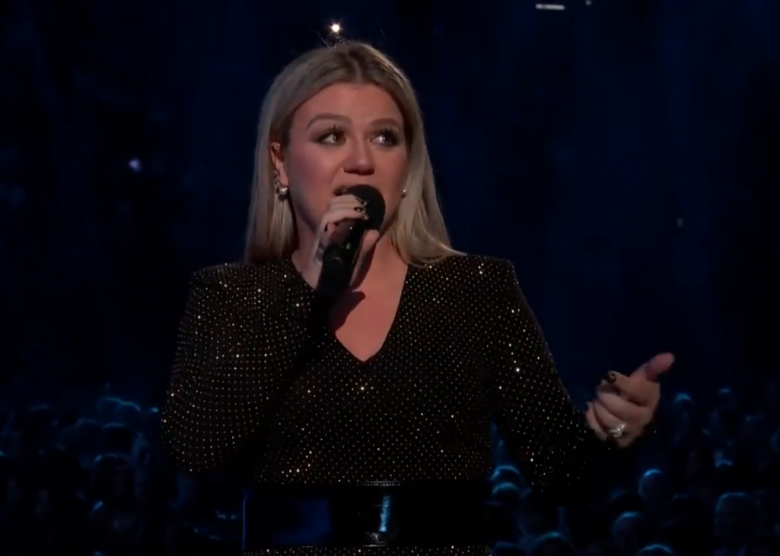 Kelly Clarkson Goes Rogue While Opening The Billboard Music Awards