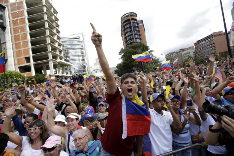 Venezuela Power Struggle Plunges Nation Into Turmoil: 3 Essential Reads