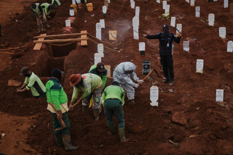 Anti-Maskers Forced To Dig Graves For COVID Victims In Indonesia