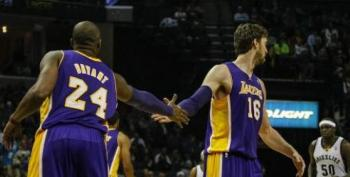 Bryant Has Broken Bone In Knee - Lakers