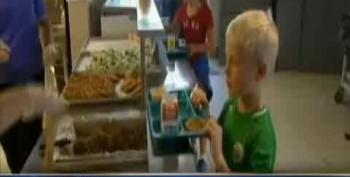 School Forces 25 Hungry Students To Throw Away Lunches When They Couldn't Pay