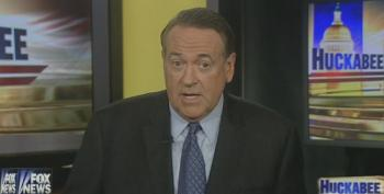 Huckabee Attacks Obama For 'Simmering And Summering At Martha's Vineyard'