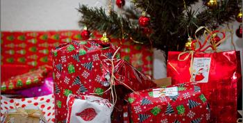 Open Thread: Christmas Wrapping By The Waitresses