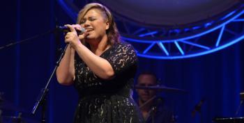 Fox 'News' Anchor Fat-Shames Kelly Clarkson