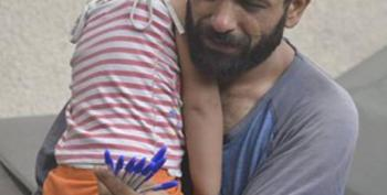 This Image Of A Syrian Refugee And His Daughter Went Viral
