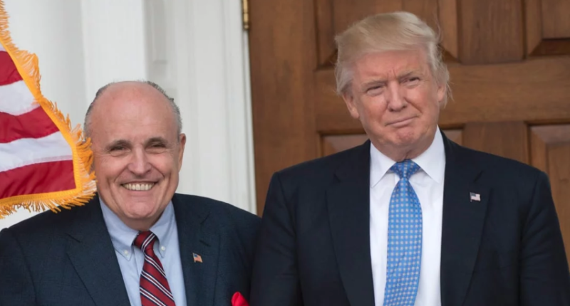 Giuliani Huddles With Trump At Golf Club After Disastrous ...