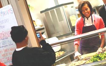 MichelleObama-poorcellphones_11e13.jpg