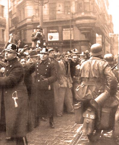 Germans in Prague 1939_68bbc_0.jpg