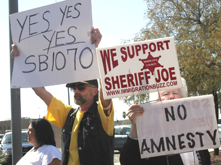 031010-immigration-protest-counterdemonstrators_0660b.jpg